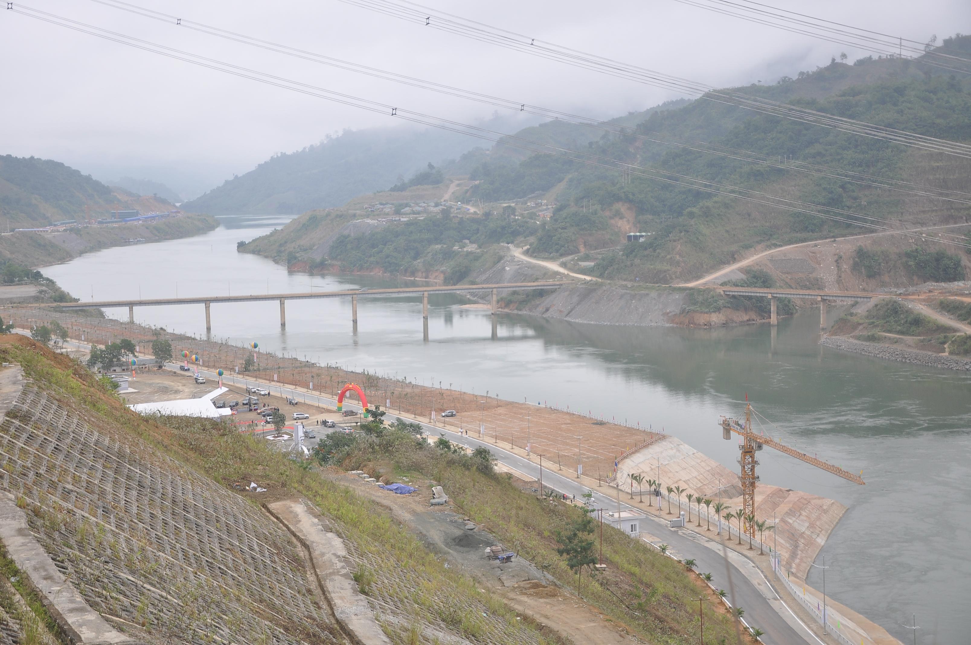 Toàn cảnh hạ lưu công trình Nhà máy Thủy điện