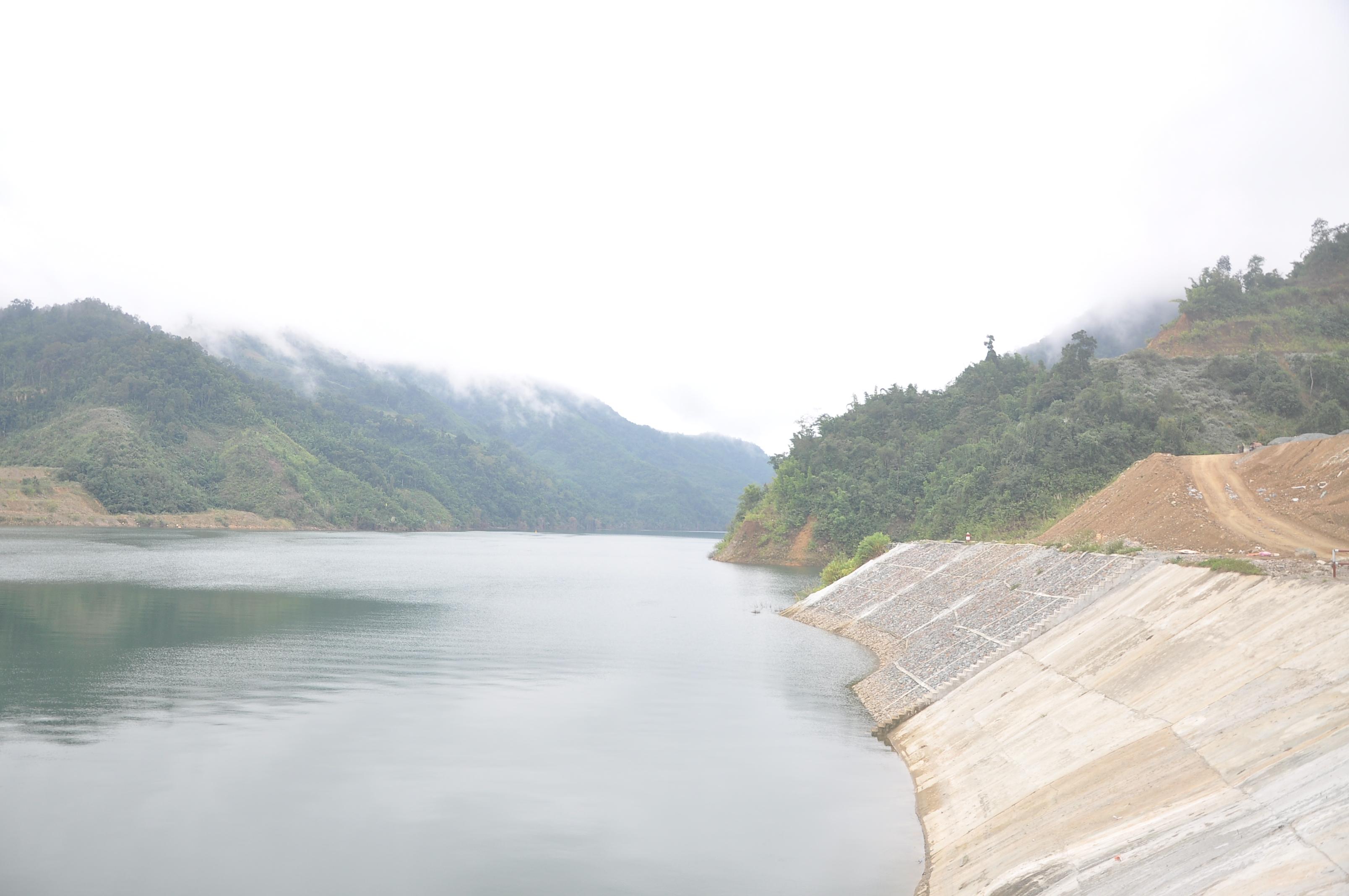 Trên vùng cao, rồi đây hồ thủy điện Lai Châu sẽ đem lại lợi ích cho người dân vùng cao bởi lòng hồ sẽ được khai thác để nuôi cá, du lịch
