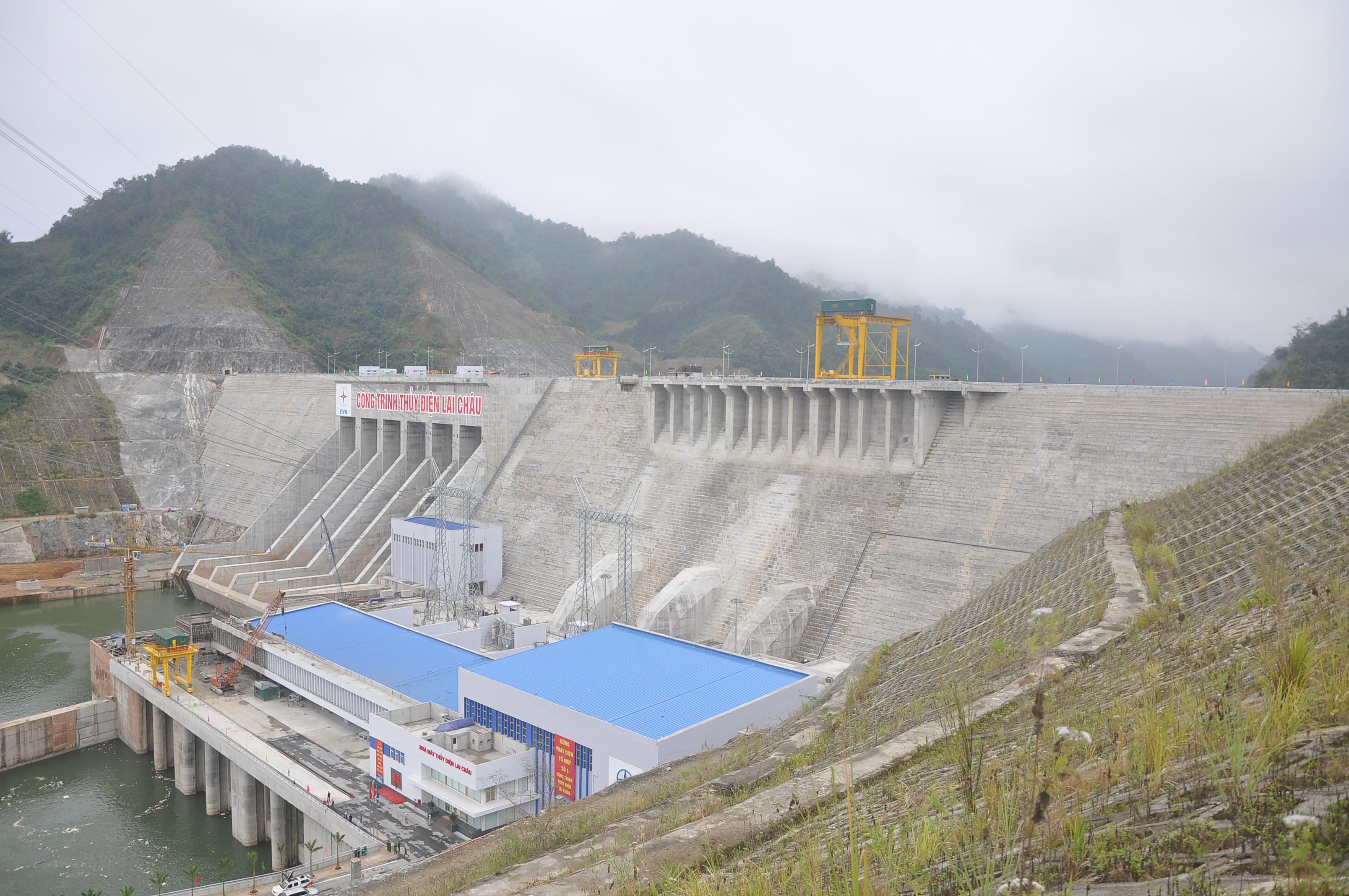 Toàn cảnh công trình Nhà máy Thủy điện Lai Châu nhìn từ cao trình