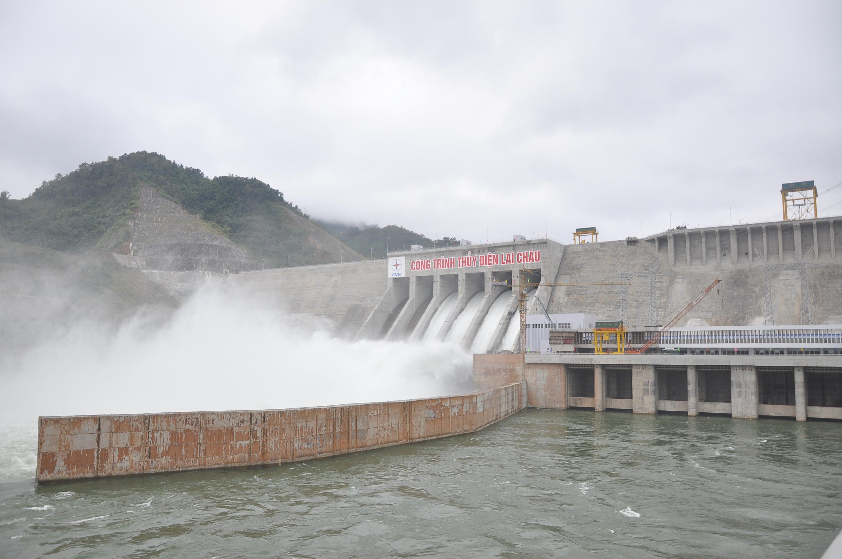 Nhà máy Thủy điện Lai Châu xả đập tràn thử tại 4 cửa