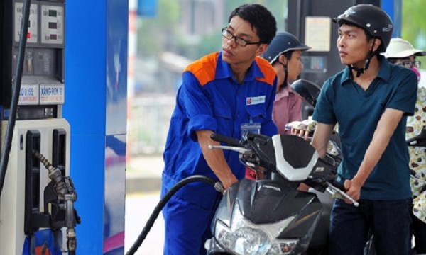 Giá xăng giảm 590 đồng/lít từ 15h hôm nay