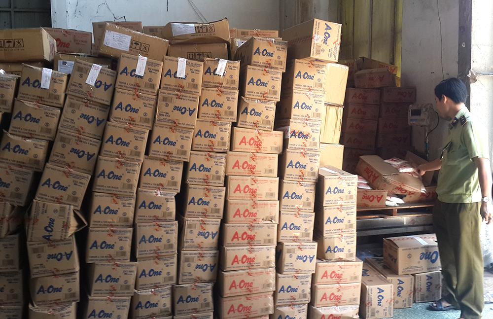 TP.HCM:  Phát hiện hơn 100 tấn bột ngọt nghi làm giả