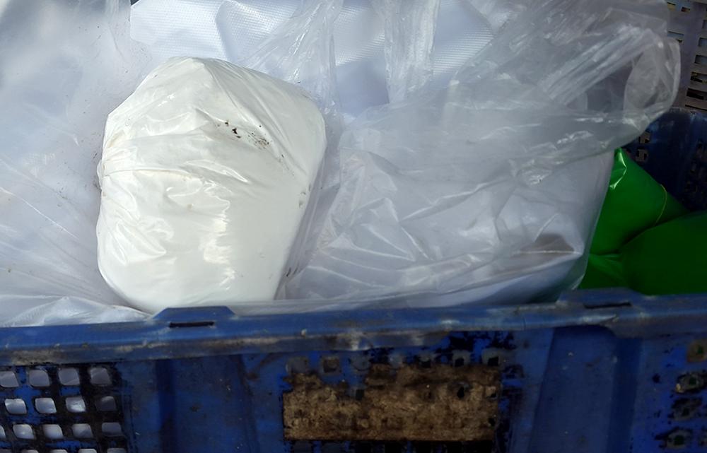 Chất bột nghi là chất tẩy trắng, tạo màu cho măng được tìm thấy tại một cơ sở chế biến măng tươi