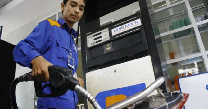 Giá xăng dầu dự báo sẽ giảm thêm khoảng 500 đồng/lít trước Tết