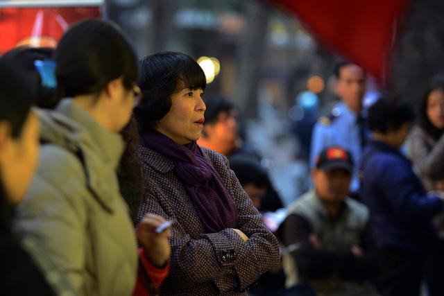 Hà Nội: Xếp hàng từ 5 giờ sáng để mua vàng cầu Thần Tài