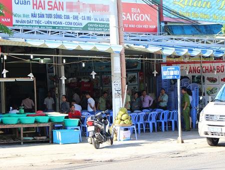 Nha Trang:  Đình chỉ hoạt động nhà hàng hất thức ăn vào khách