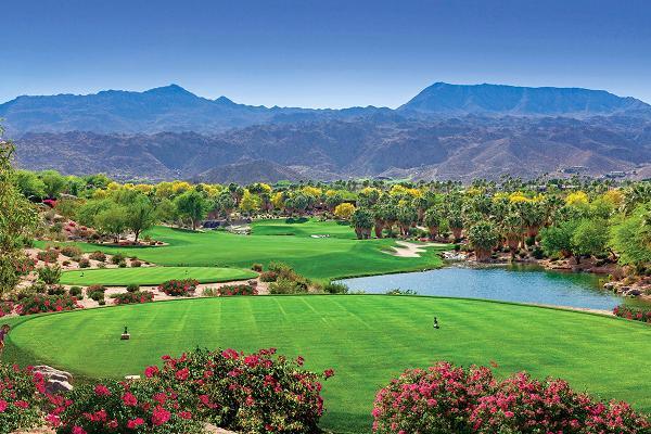 Với chi phí 29.500 USD/năm, bạn có thể tận hưởng cảm giác đánh golf tại thung lũng tuyệt đẹp bao quanh bởi rừng cây, vườn hoa, dòng suối và thác nước