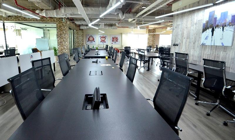 Diện tích mỗi tầng 500 mét vuông, được thiết kế theo ý tưởng mô hình không gian làm việc chung (co-working space: CS).