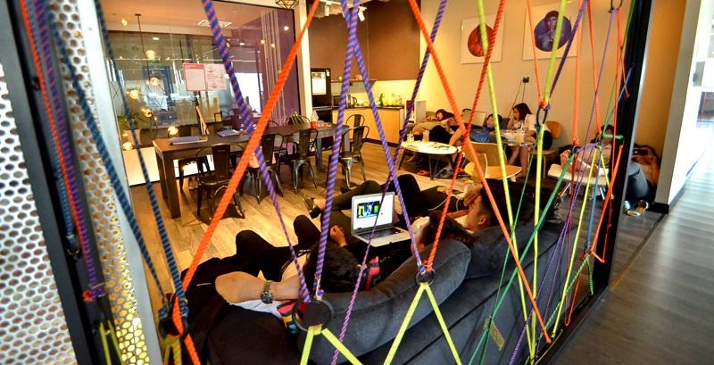 Hai tầng 9 và 11 được thiết kế thành 35 văn phòng riêng dành cho các công ty khởi nghiệp, doanh nghiệp nhỏ với quy mô từ 4 – 8 người.