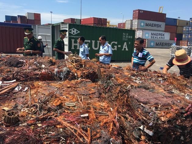 Số đồng trong các container bị lực lượng Hải quan bắt giữ