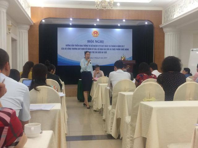 Đại diện Vụ Thị trường trong nước giải đáp thắc mắc của các Sở Công Thương và doanh nghiệp