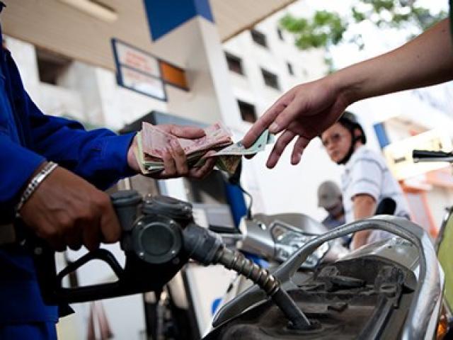 Hoạt động kinh doanh xăng dầu chiếm tỷ trọng 48,3% trong cơ cấu lợi nhuận hợp nhất của Petrolimex.