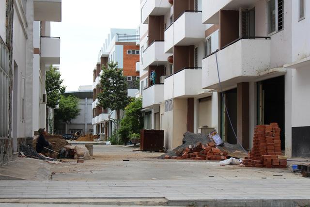 Việc cấp phép cho các dự án địa ốc vẫn còn khá nhiêu khê