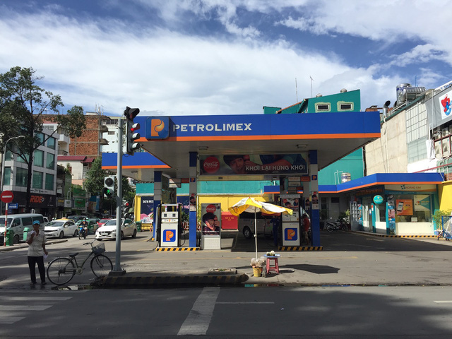 TPHCM: 40 cửa hàng xăng dầu đã được dán tem