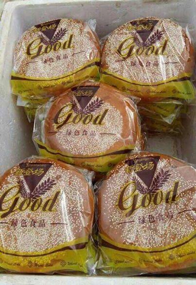 Loại bánh này được quảng cáo là hàng xách tay, khách lấy bao nhiêu cũng có