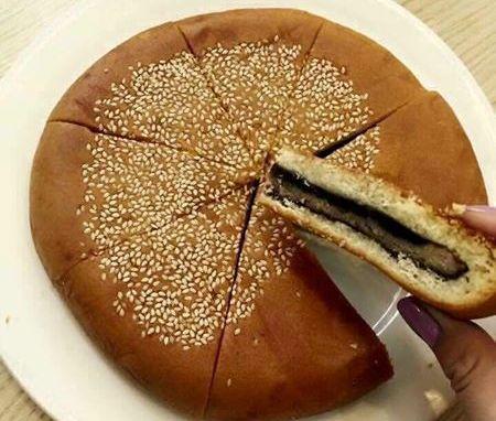 Bánh trung thu Hồng Kông có trọng lượng tới 700g/bánh nhưng giá chỉ từ 50.000-70.000 đồng/chiếc
