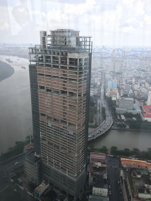 Phần đỉnh của tòa nhà chưa hoàn thiện.