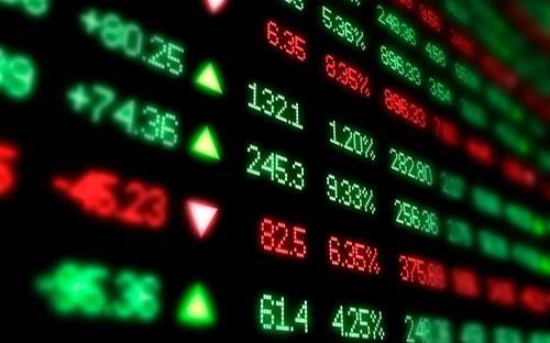 Mặc dù giảm mạnh so với phiên giao dịch đầu tiên diễn ra hôm qua nhưng với mức giá hiện tại, 5 cổ đông của VPBank hiện vẫn giữ được vị trí trong top 20 người giàu nhất thị trường chứng khoán (ảnh minh họa).