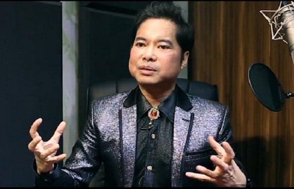Ông hoàng nhạc sến Ngọc Sơn được phong tặng Giáo sư âm nhạc đã khiến dư luận dậy sóng.