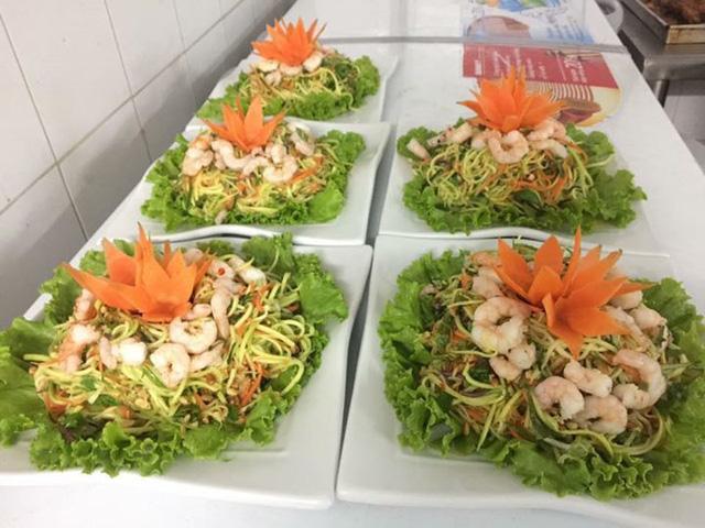 Theo các chủ hàng, khách có thể chọn các món ăn trong thực đơn hoặc đặt theo mâm tùy thích