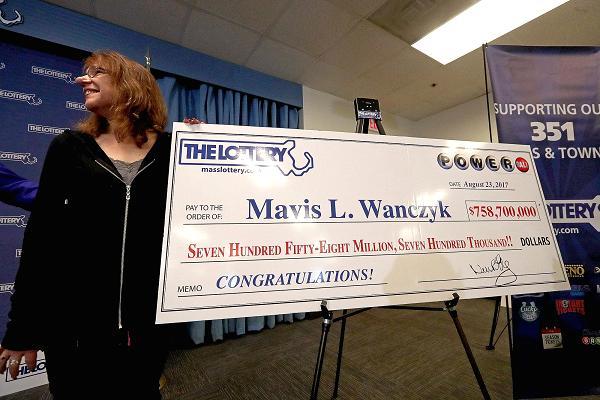 Trúng xổ số gần 760 triệu USD, nữ điều dưỡng viên lập tức nghỉ việc
