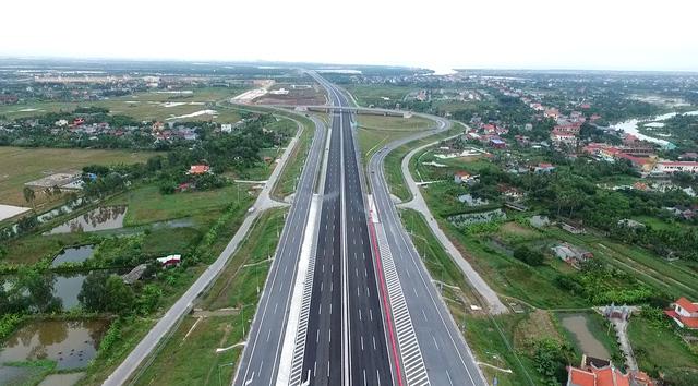 Trong bối cảnh ngân sách cạn kiệt, tư nhân tham gia đầu tư BOT giúp hạ tầng giao thông Việt Nam có một diện mạo mới trong những năm qua, tạo động lực phát triển kinh tế - xã hội