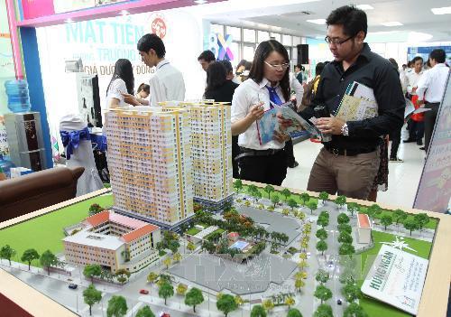 Khách tham quan triển lãm giới thiệu khu nhà ở xã hội. Ảnh: Thanh Vũ/TTXVN