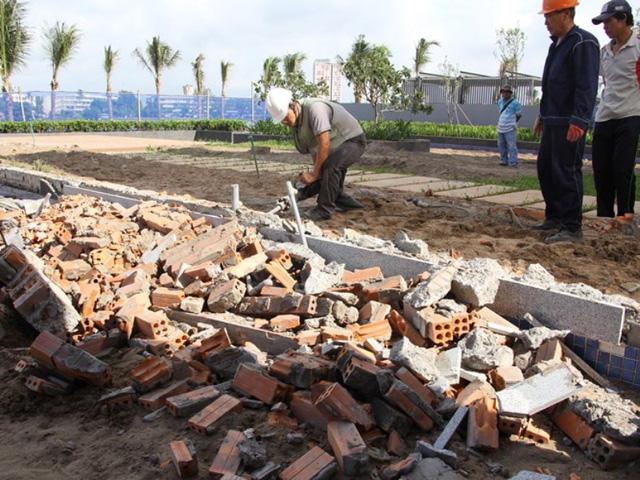 Công ty TDS đã tháo dỡ 4 trong số 14 hồ bơi và câu lạc bộ xây dựng sai phép và đang tiếp tục tháo dỡ phần xây dựng sai phép còn lại.
