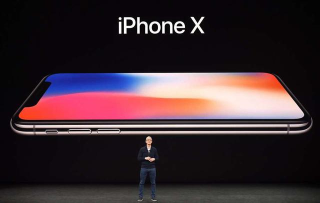 CEO Tim Cook giới thiệu về dòng iPhone X mới hôm 12/9 (giờ địa phương). (Nguồn: JOSH EDELSON, AFP/Getty Images)