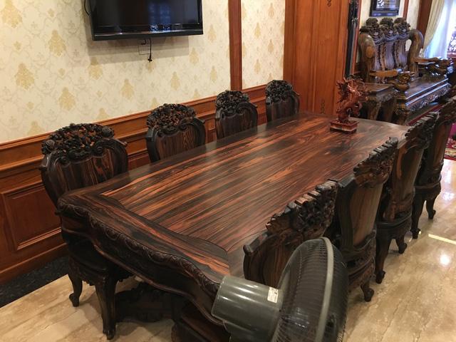 Nhiều vật dụng trang trí bằng gỗ tinh tinh xảo