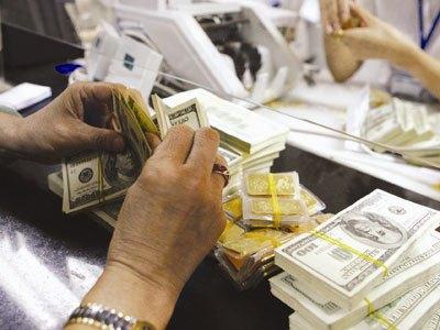 Đồng USD mạnh lên, giá vàng sụt giảm mạnh