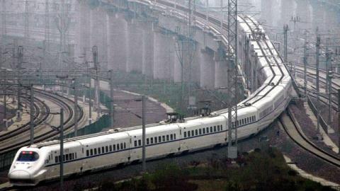 Trung Quốc ngập nợ vì đường sắt cao tốc: Tự sập bẫy?