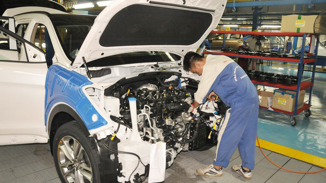Công nhân lắp ráp ô tô tại Việt Nam. Ảnh: Tuấn Nguyễn
