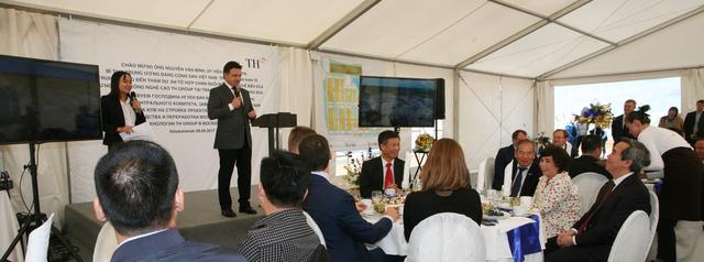 Thống đốc tỉnh Moscow phát biểu tại buổi làm việc với Tập đoàn TH trong khu dự án ở tỉnh Moscow, Liên bang Nga