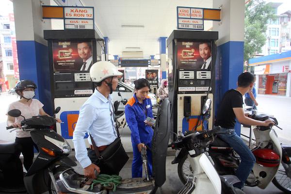 Giữ nguyên xả quỹ, giá xăng dầu đồng loạt giảm nhẹ