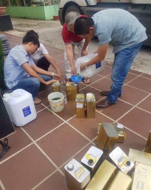 Thanh tra sở Khoa học và Công nghệ tỉnh Nghệ An sốc với kết quả mẫu xăng A92 khi thử nghiệm.