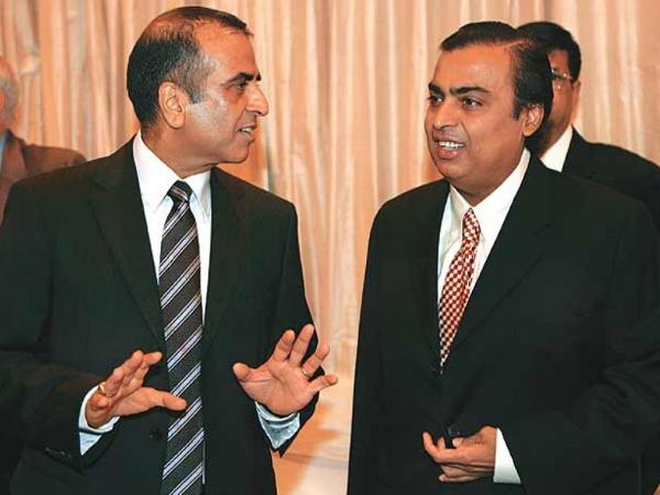 """Tỷ phú Sunil Bharti Mittal (trái) và tỷ phú Mukesh Ambani """"đút túi"""" 1,5 tỷ USD/ngày. (Nguồn: BI)"""