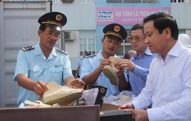 Bị doanh nghiệp Lào nhờ Đại sứ quán