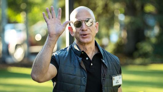 Tỷ phú Jeff Bezos lại chiếm ngôi giàu nhất thế giới với khối tài sản trị giá 90 tỷ USD. (Nguồn: Getty Images)