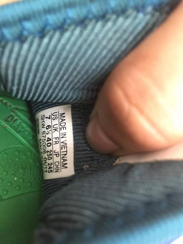 Đôi giày được nhập về từ Trung Quốc cũng được gắn mác Made in Vietnam