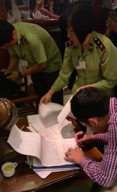 Vụ kết luận kiểm tra Khaisilk: Do nhân viên trà trộn hàng dịp 20/10?
