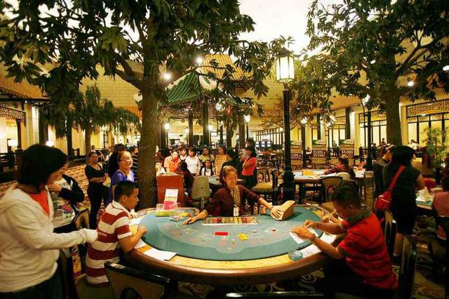 Đầu tháng 12, người gửi tiền có lãi 10 triệu đồng/tháng được vào chơi casino