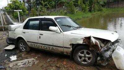 Về phần cũ nát của xe, lý do người bán đưa ra là không may đâm vào gốc cây.