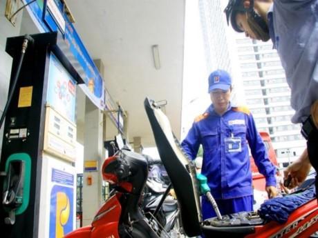 Thứ trưởng Bộ Tài chính cho rằng sau khi điều chỉnh công thức tính, thuế nhập khẩu xăng dầu đã có lợi hơn cho người tiêu dùng.