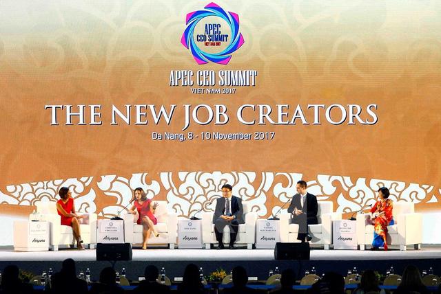 Doanh nhân APEC bàn về chuyện lo robot