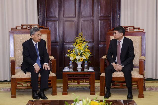 Thống đốc NHNN tiếp Chủ tịch Ủy ban Quản lý Giám sát Ngân hàng Trung Quốc
