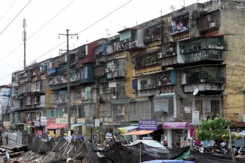 Cải tạo chung cư cũ: Dân không chịu đi vì nghi doanh nghiệp