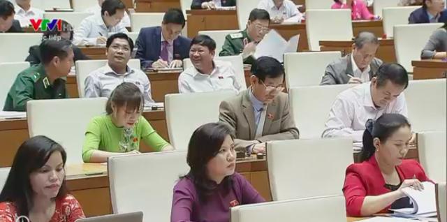 Nhiều đại biểu chất vấn về vấn đề nợ công.