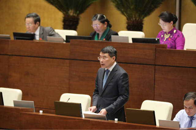 Thống đốc Ngân hàng Nhà nước Lê Minh Hưng lần đầu đăng đàn trả lời chất vấn Quốc hội.