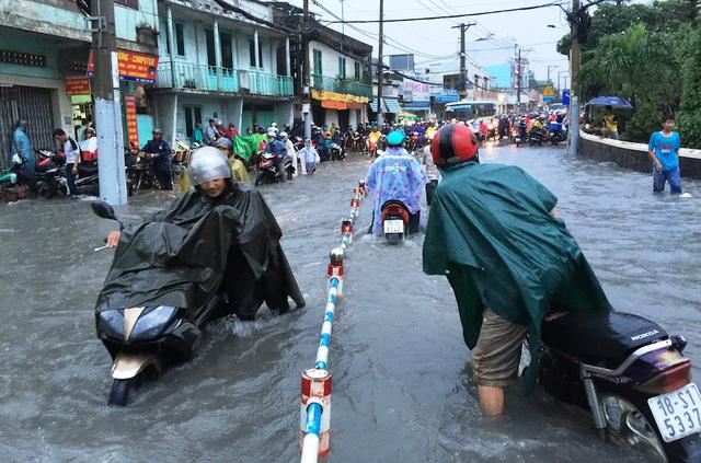 Muốn là thành phố đáng sống, trước hết phải xóa ngập nước, kẹt xe... (Ảnh: Đăng Lê)